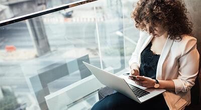 Article thumbnail - woman laptop
