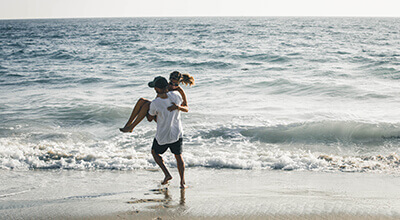 Article thumbnail - couple beach